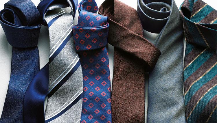 細やかな凹凸がさりげない光沢を放つ「梨地のネクタイ」とは?