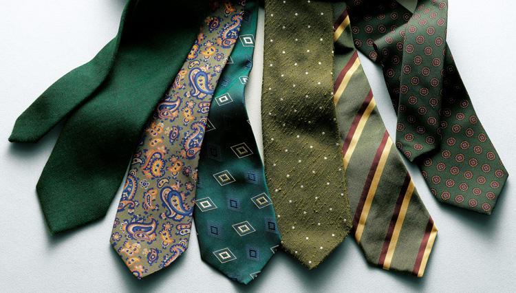 グリーンのネクタイなら、秋冬の落ち着きをシックに魅せられる【距離1mのVゾーン】