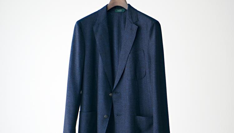 完全一枚仕立ての「柔らかジャケット」で、ノータイスタイルがきっちり見える