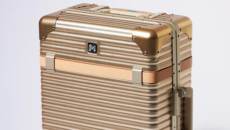 空港で人とかぶらない!クラシカルでメカニカルなイタリア発のスーツケースを発見