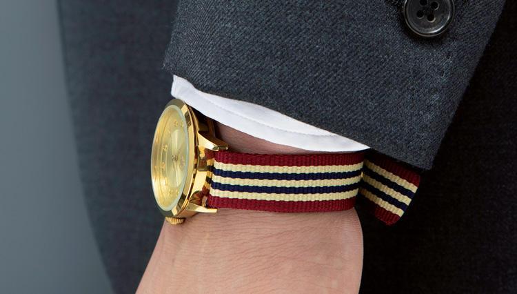 「〇〇〇〇時計ベルト」が、スーツの腕元を軽快にする!