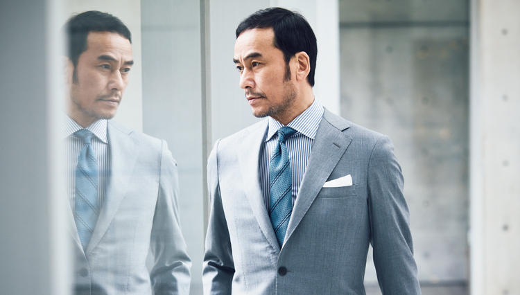 「スーツで清涼感を演出」する王道色は、こんなグレー!