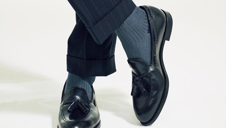 スーツの足元を大人っぽく見せるなら、こんな柄のソックスが◎