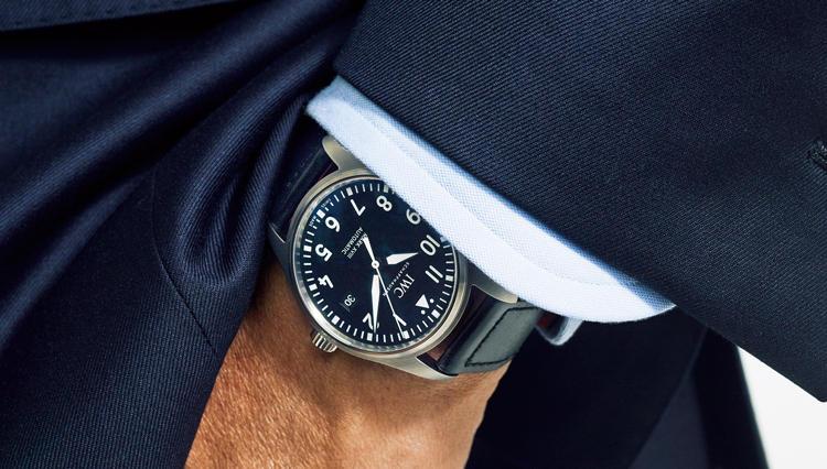 スーツスタイルのハズしには、こんな時計が◎