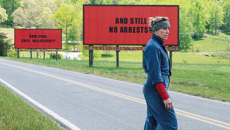 映画『スリー・ビルボード』3枚の広告看板が田舎町に騒動を巻き起こす