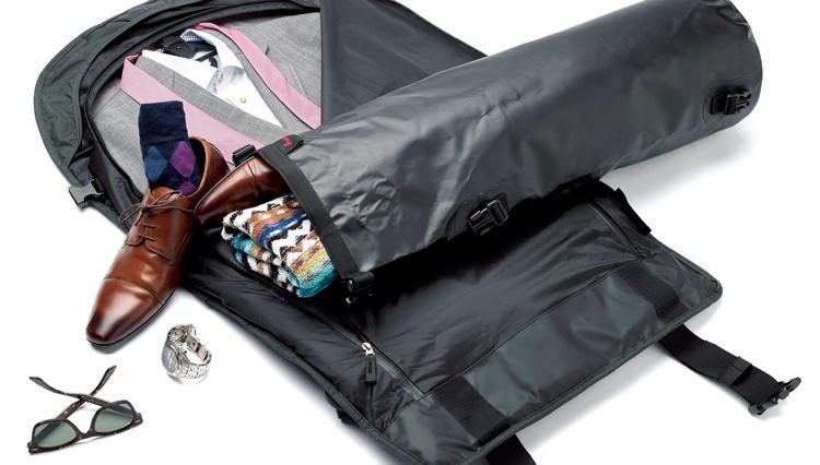 巻いてスーツを収納するヘンティのガーメントバッグがより使いやすくなった【ひと言ニュース】