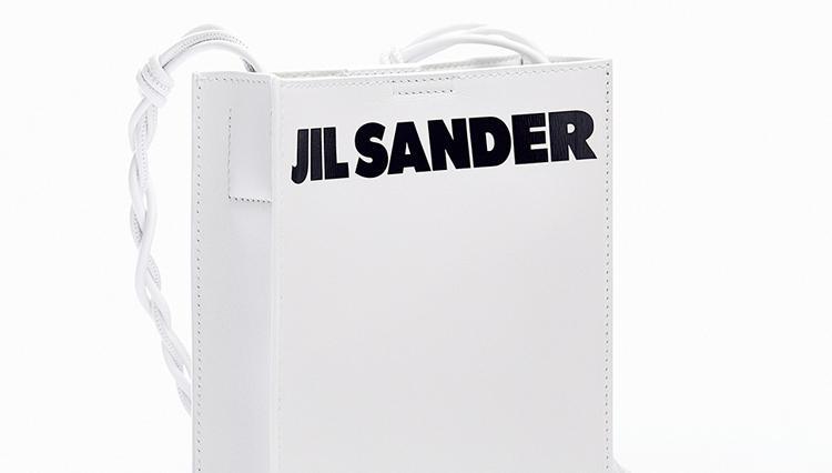 「ジルサンダー ブティック 表参道店」オープンを記念して、ロゴがアクセントの限定バッグ登場