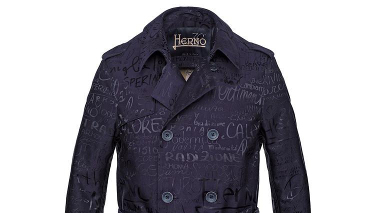 ヘルノ創立70周年記念!スタッフの想いを乗せた特別なトレンチコートを発売【ひと言ニュース】