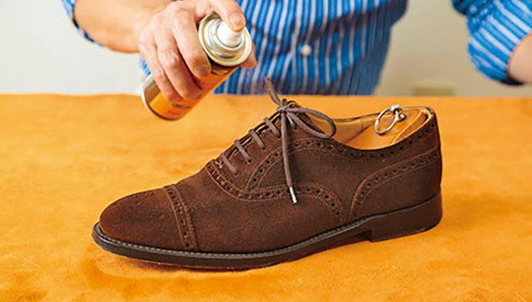 スエード靴の「最短ケア」毎日ブラッシングするだけで毛並みが変わる!