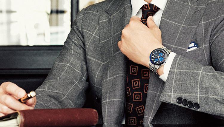 ビジネスマンの日常にカシオのオシアナスが映える「実用を追求したブルーの情緒」