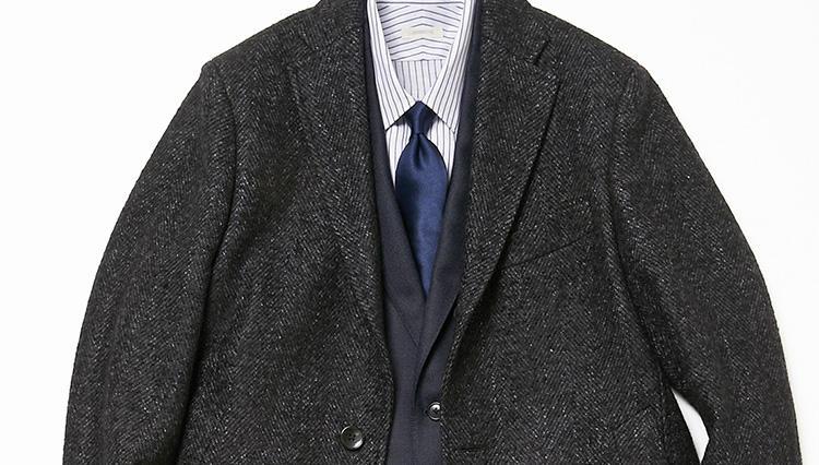 定番の紺スーツを引き締めるなら、こんなコートを投入しよう【スーツの着回し1週間チャレンジ!/デザインワークス編#1】