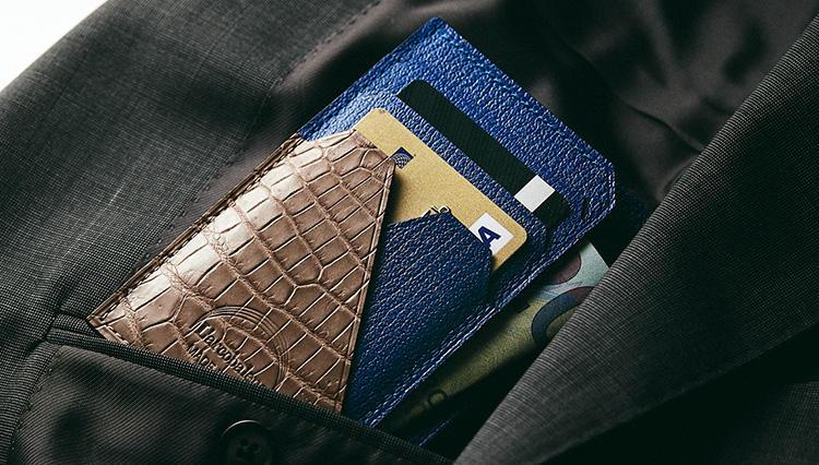 スーツの胸ポケには「極薄マチ財布」が便利な理由【2019春財布名鑑 #1】