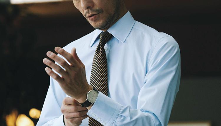シャツは薄い青無地、濃い青無地少しの違いが結構大切【火曜日の青シャツ、何着る?】