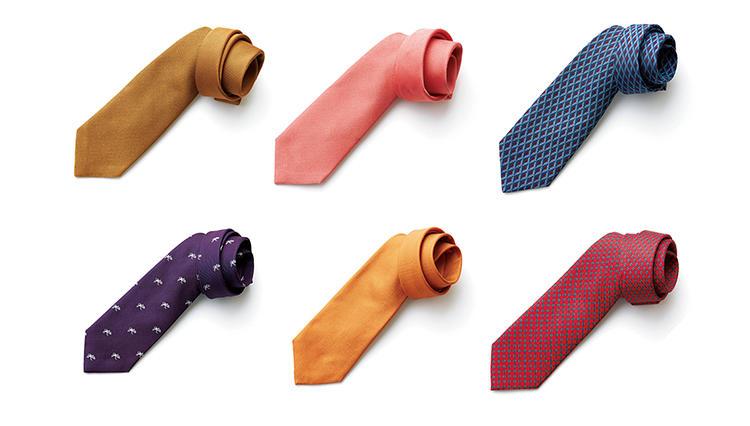 春スーツの胸元には、ダンヒルの「差し色ネクタイ」が効果大!