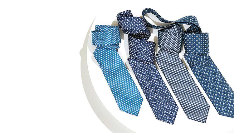 「○○な可愛いモチーフ」で爽やかさ倍増! サルヴァトーレ フェラガモの青ネクタイ