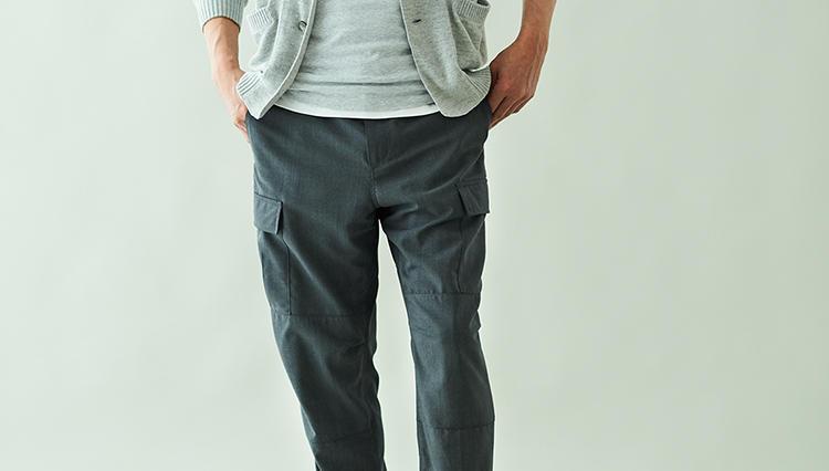 武骨なカーゴパンツが、グレーウールなら違和感なく穿ける理由【土曜日のグレーパンツ】