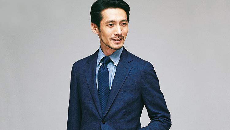 若々しさをアピールするなら、仕事ジャケットは「ワントーン明るい紺」が正解