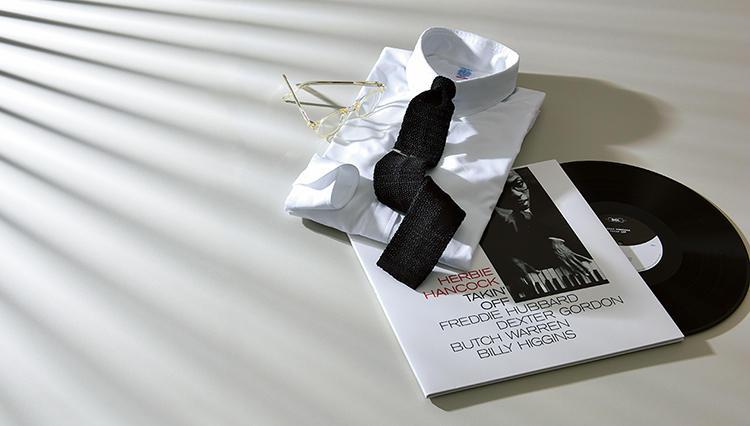 「ニットタイなら黒がいい」愛用歴50年のウェルドレッサーに聞く、陰影の魅力とは?