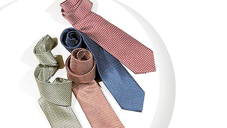 光沢とディンプルの美しさで胸元を一気に格上げ! ブリオーニのサテン地ネクタイ