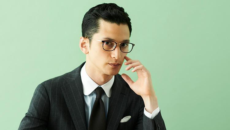 「ベーシックな地味スーツをモダンに見せる」メガネはー?〔貴方に似合うメガネ教えます#2〕