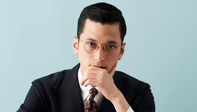 「クラシックスーツをさらに知的に見せる」メガネはー?〔貴方に似合うメガネ教えます#3〕