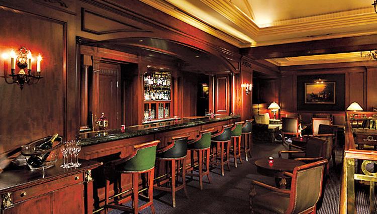 リーガロイヤルホテル東京の本格バー「CELLAR BAR(セラーバー)」で大人のデートを楽しむ