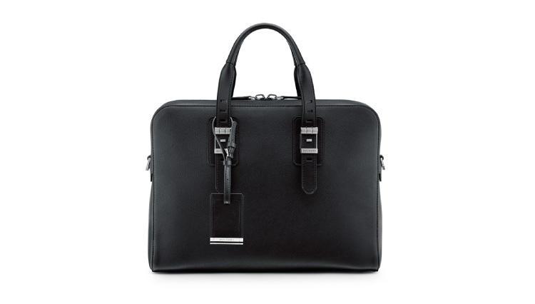 タイムピースのバックルをモチーフにブルガリの日本限定バッグが誕生