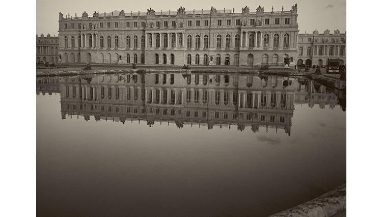 カール ラガーフェルド写真展が開催  「太陽の宮殿 ヴェルサイユの光と影」