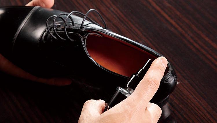 高級靴を一日履いたら、必ずすべき4つのケアとは?【究極の靴磨き】
