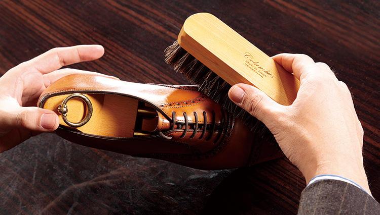 週に一度の靴磨き、手順を間違っていませんか?【究極の靴磨き】