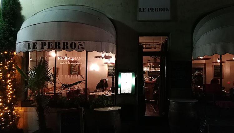 ジュネーブ時計祝祭日の宵、37年ぶりのカフェへ