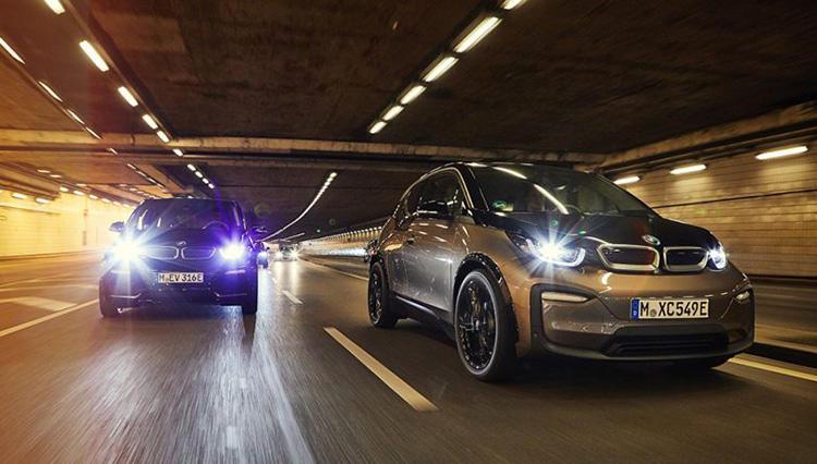 見ためほぼ変わらず性能アップ! 電気自動車「BMW i3」がバッテリー容量30%増を発表