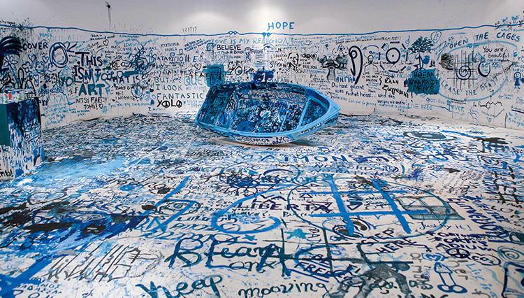 「WAR IS OVER!」六本木に出現したオノ・ヨーコのアート、破壊と創造のリレーションとは?