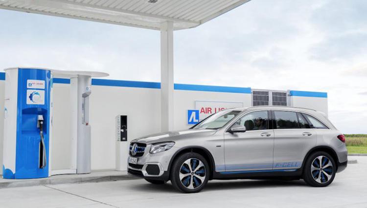 年始からメルセデス・ベンツと燃料電池自動車(FCV)の未来を見据えた動きが発表に