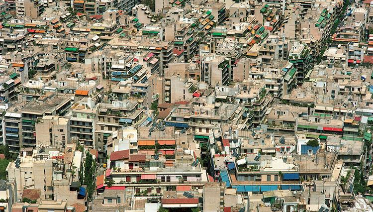 写真展『松江泰治 地名事典 | gazetteer』で知る、マクロ的な視点とは?