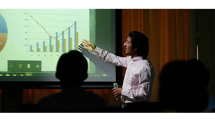 劇団四季で演出家・浅利慶太氏から学んだ「プレゼンの修羅場を乗り切る教え」とは?