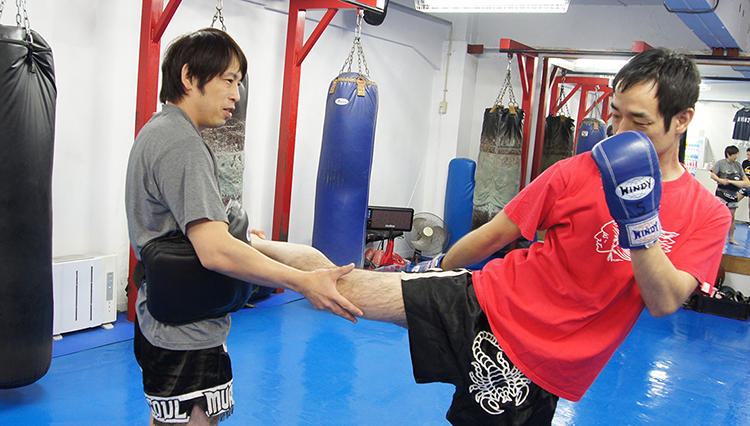 キックボクシング【40歳からの習い事】全身運動でダイエット効果も抜群!