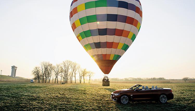 クルマでいったい何しよう♪ 大人の車会見学【BMW 4シリーズカブリオレ × 熱気球】