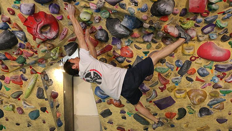 クライミング【40歳からの習い事】頭と体をフル回転させてクリアする快感