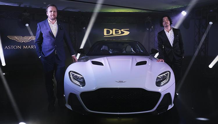 """アストンマーティン、ボンドカーとして知られる伝説の車名""""DBS""""を復活!"""