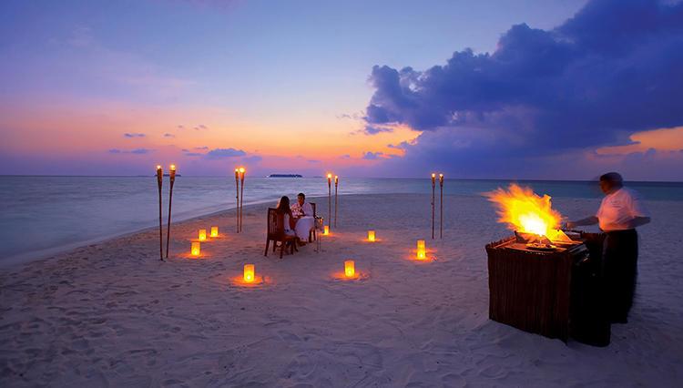 水上飛行機でアクセスする、モルディブ魅惑のリゾート「アンサナ ヴェラヴァル」とは?【大人の男と女のモルディブ海岸物語 #3】