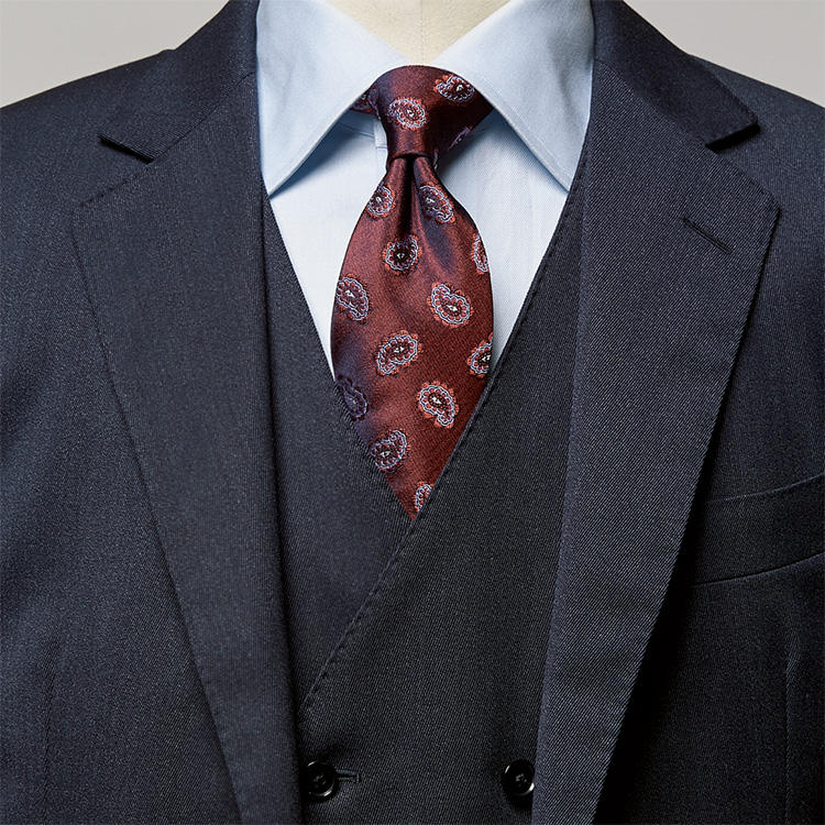 紺スーツで貫禄を強めたいときは、こんなタイプが◎【1分で出来る ...