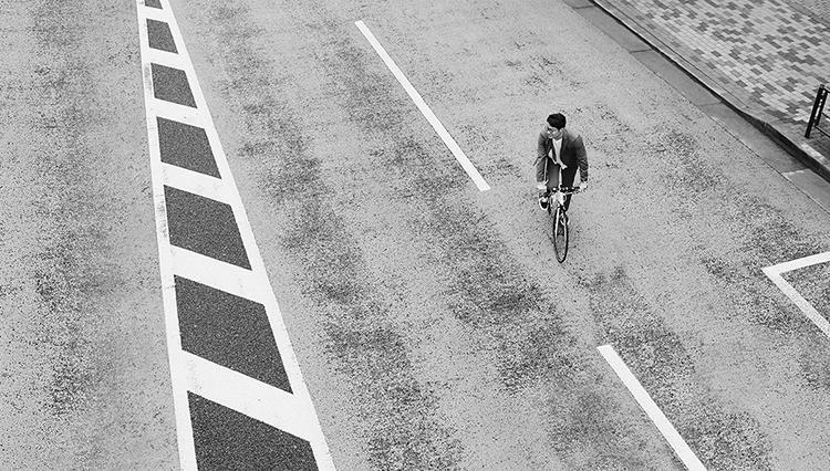 「自転車通勤」に、最適なスーツって?