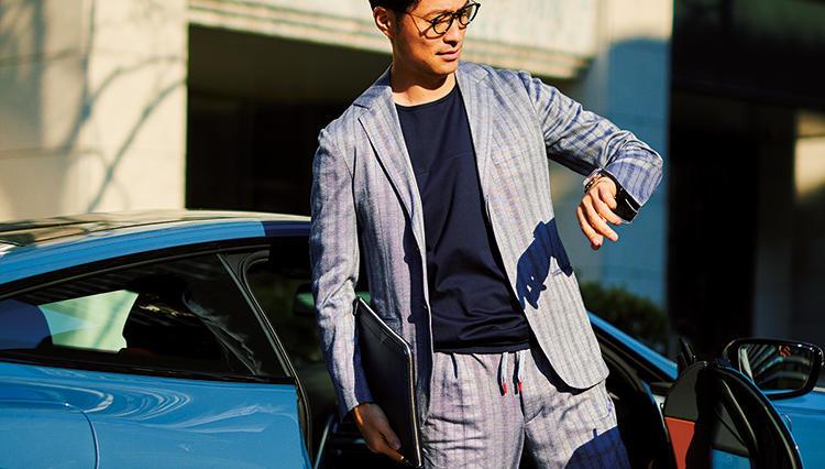【クルマ×スーツの装いテク】「オープンカー」にイージースーツが似合う理由