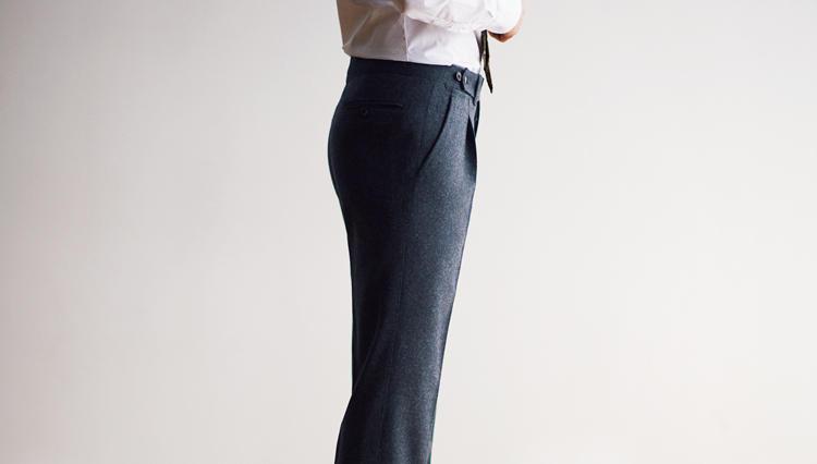 ドレスパンツによる紳士の美脚、その究極がこちらです!