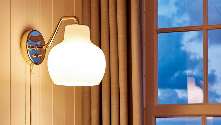 ルイスポールセンのVLリングクラウンに、部屋の照明を替えてみようか。