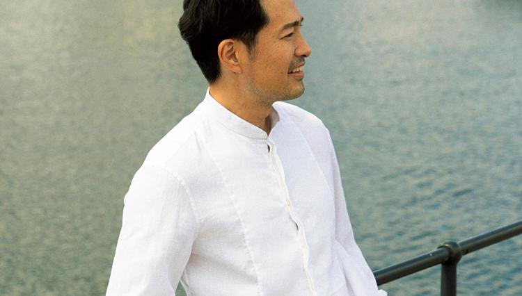 休日リゾートに似合う、「大人の白リネンシャツ」はコレ!