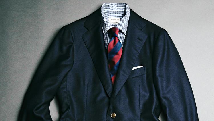 「紺ブレザー」を大人に着るなら「こんな素材×ボタン」が◎