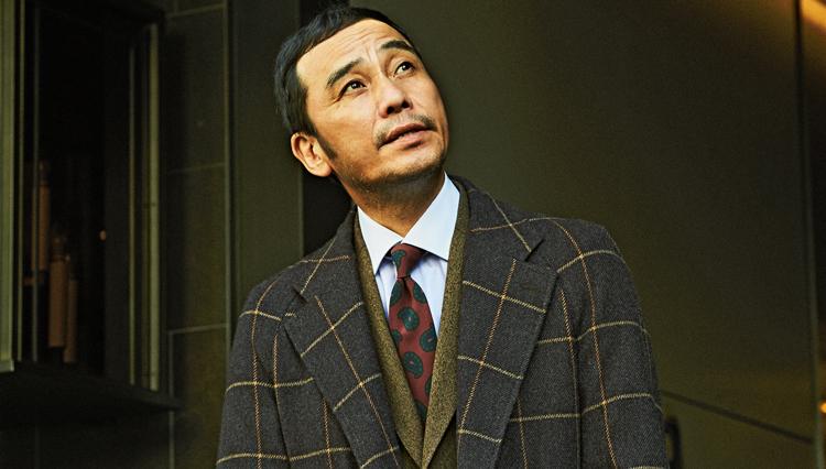 秋冬素材のスーツに、1本あると重宝するネクタイは?