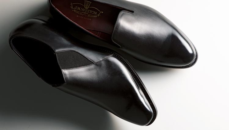 靴本来の品質と美しさが分かるのは、装飾を配した「ミニマル」スリッポン